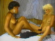 Two whore babes taste pussies